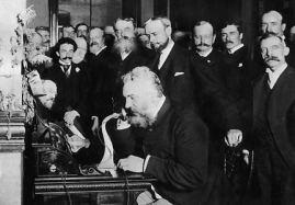 Alexander Graham Bell (centre)