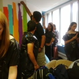 Le group fait un peinture murale a Corner Brook.