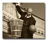 Wooden peach baskets served as the first goals in basketball.  Les paniers de peche en bois etaent le premier facon de ganger les points.