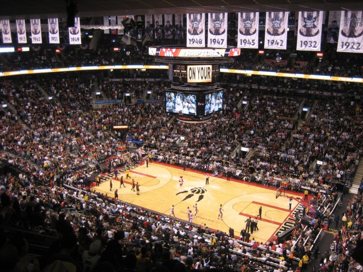 The Toronto Raptors play to a sold out crowd at the Air Canada Centre. |Les Toronto Raptors jouent au Centre Air Canada a Toronto.