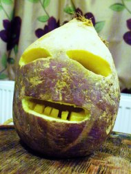 Carved turnip | Sculpture faite avec du navet